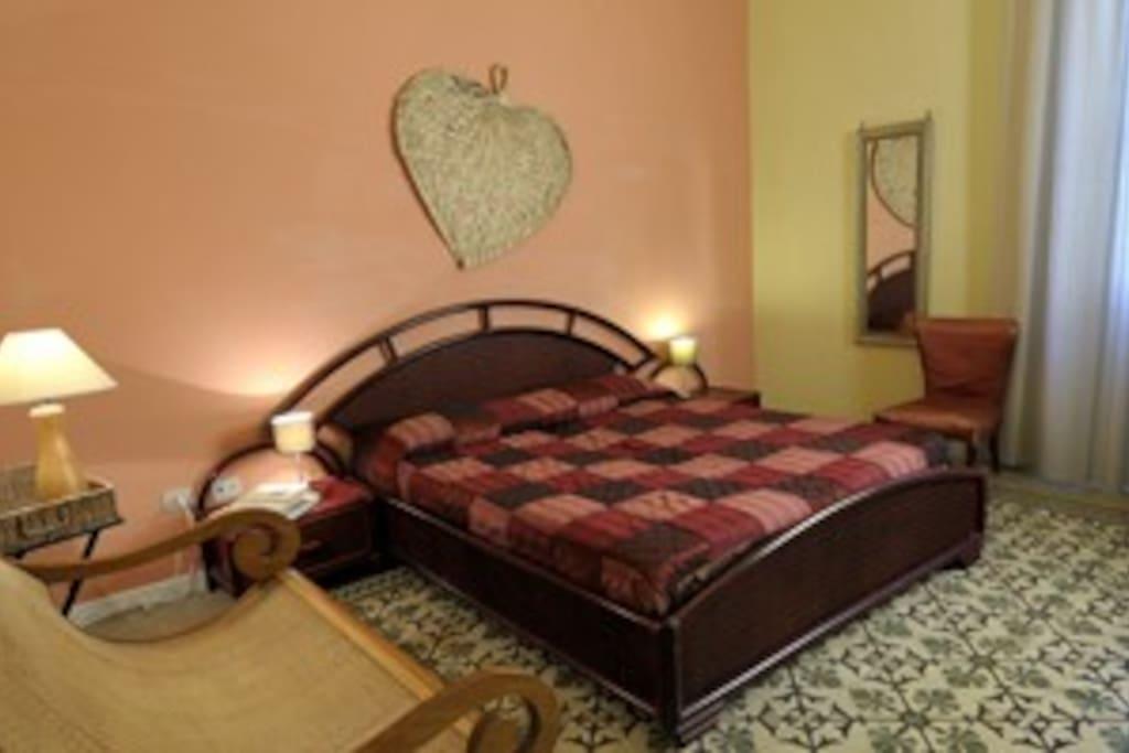 camera da letto piano terra corbezzolo