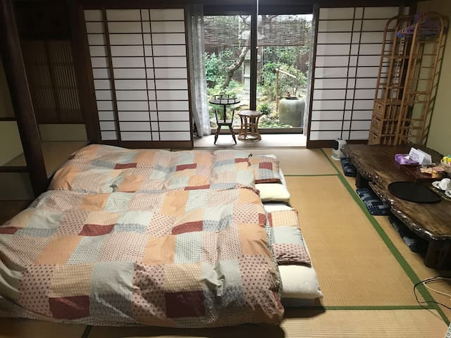 Sleeping Room You can see the Japanese traditional garden (Back Garden)