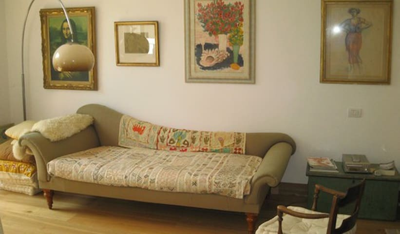 the sofa can also be used as a single bed using provided linen