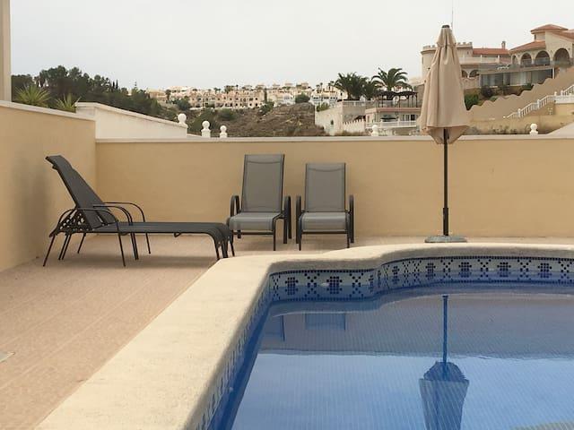Ruim appartement binnen villa met privé zwembad - Quesada - Apartamento