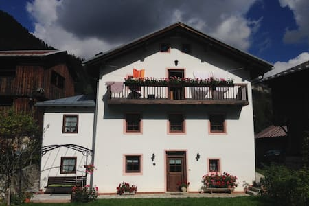 Take a deep breath in the Dolomites - Colle Santa Lucia - B&B