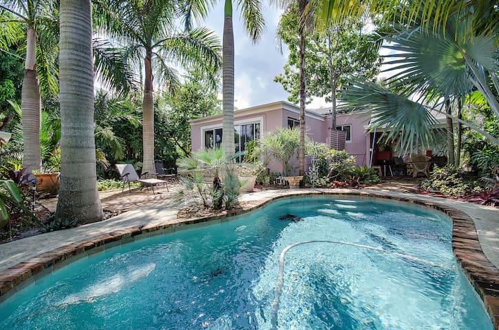 1950s bungalow, S Florida comfort - West Palm Beach - House