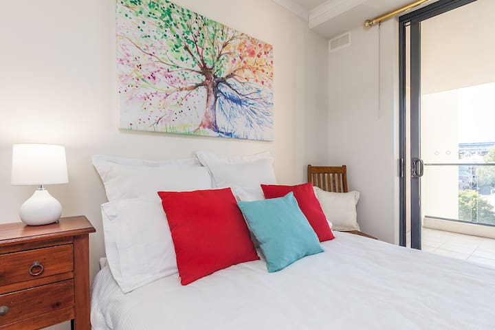Light and bright with private bathroom - Spring Hill - Apartament