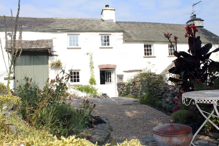 Luxury self catering cottage for 2 with log burner - Cartmel
