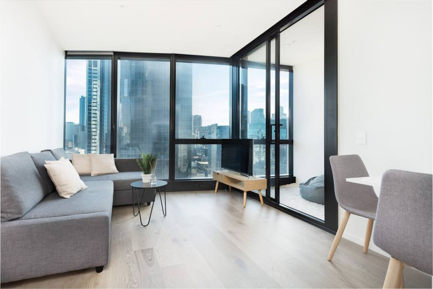 Whether it's with some movies on the flat screen or with a book and a cup of tea, unwind in this cosy living area with the view of Melbourne's city right outside the window.