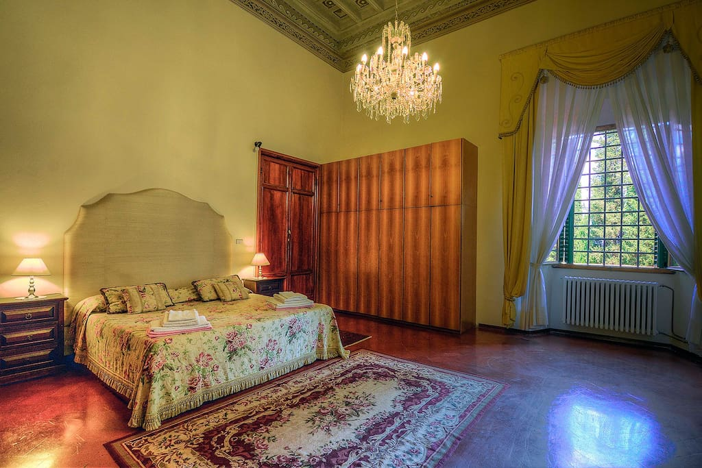 Main king size bedroom with frescoed ceilings