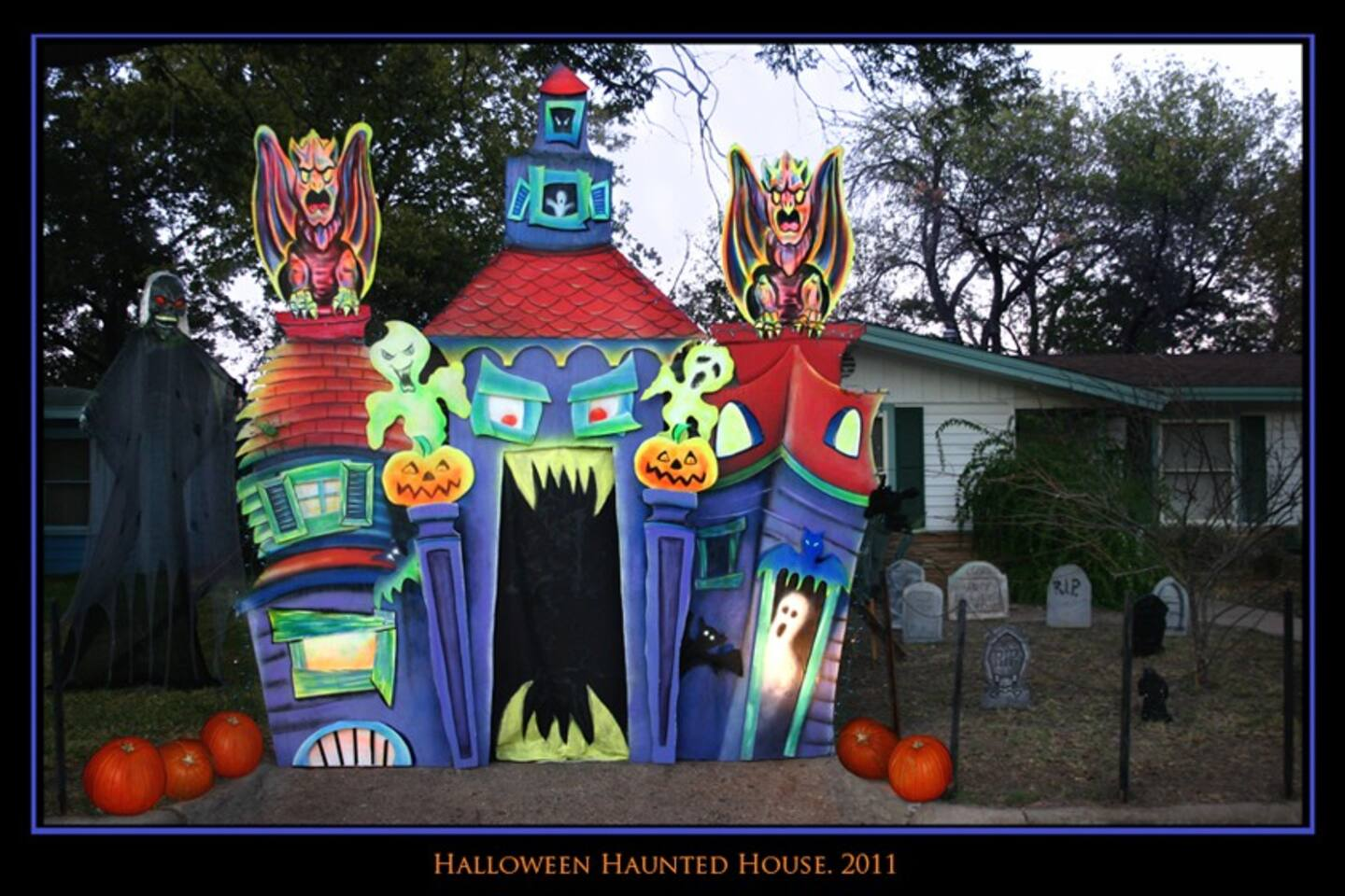 Visit us in Ocober and get an extra treat! we build a Haunted House for the neighborhood kids.