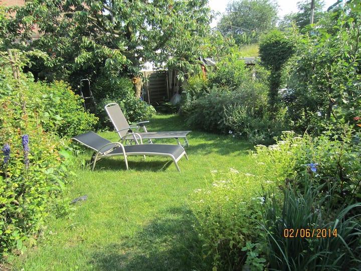 Souterrain Zimmer mit Gartennutzung