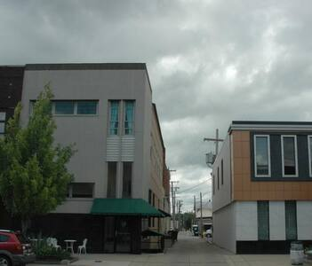 Right Downtown - Walking Distance!