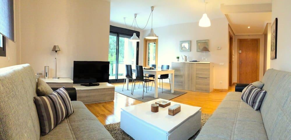 Bajo amplio con jardín privado - Cirueña - Apartamento