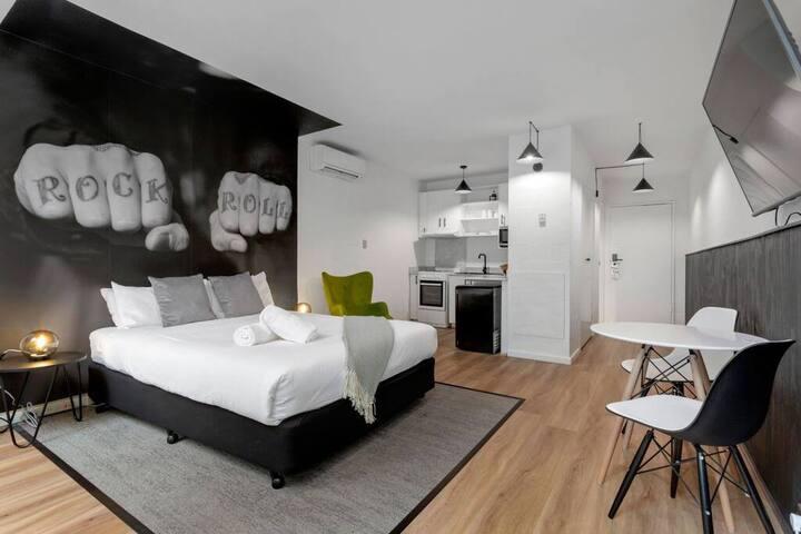 DAVIS · Studio Apartment