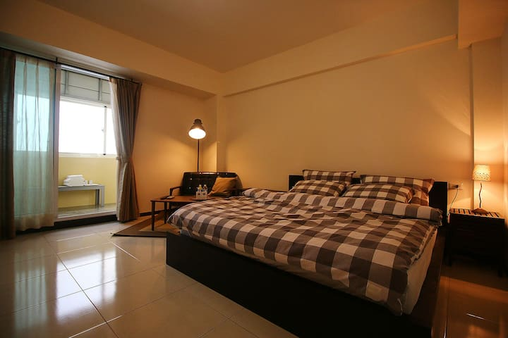 KING DOUBLE BEDROOM, 30s to MRT(metro) Staition