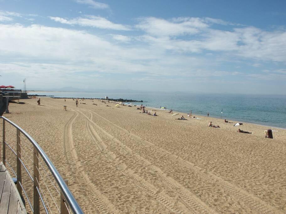 la plage devant l'appartement