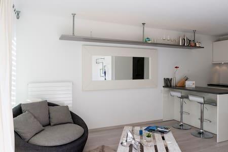 Studio. Bequem, modern und sonning! - ロカルノ - アパート
