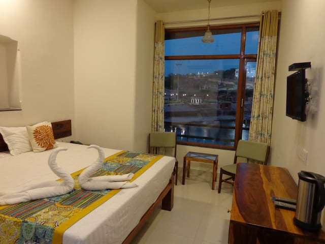 Lake side Inn (Lake view Room 2)