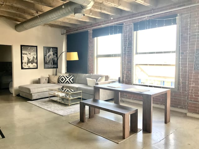 Private Room in Heart of DTLA