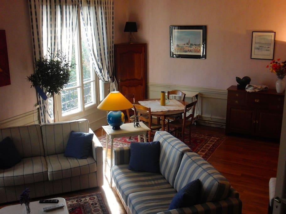 20mn champs elys es n 1 bed breakfasts louer saint germain en laye. Black Bedroom Furniture Sets. Home Design Ideas