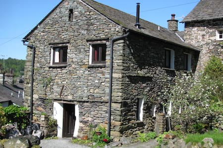 A 300 year old Grade 2 listed Lakeland barn. Quiet location, private off street parking by the door, mountain views, wood burning stove, central heating. One bedroom with kingsize bed plus additional, adjacent single room if required.