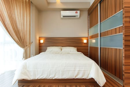 Luxury Service Suites near LRT - Petaling Jaya