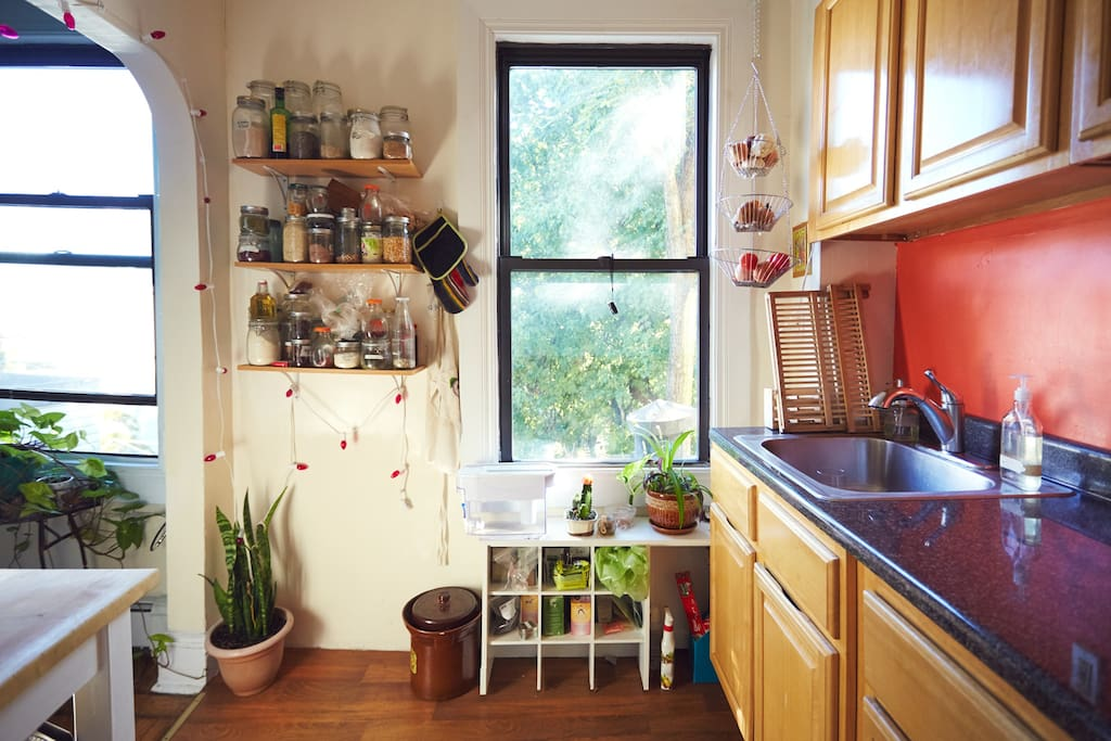 The kitchen: if you like to cook, you'll find everything you need. Help yourself to tea or coffee during your stay!