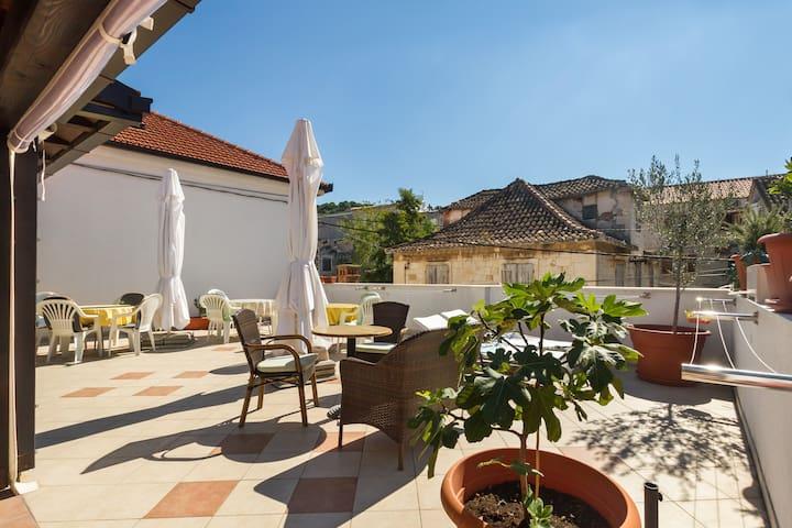 Tasteful two bedroom apartment - Trogir - Bed & Breakfast