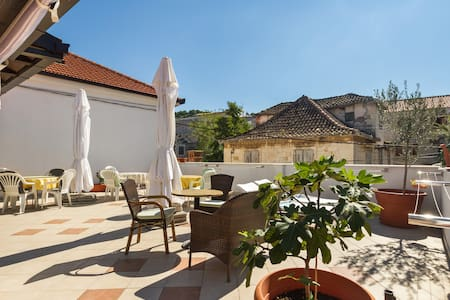 Tasteful two bedroom apartment - Trogir