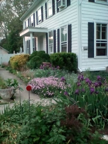 Sycamore B&B(White room) - Craryville - Bed & Breakfast