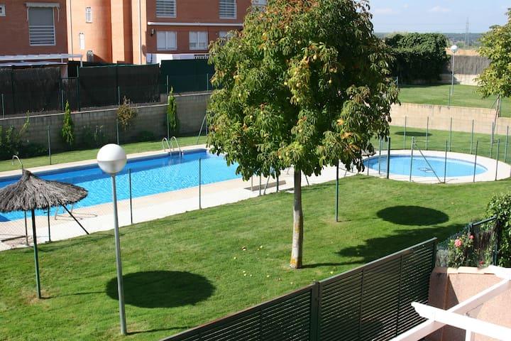 Casa con piscina en villaviciosa de odon madrid casas en for Apartamentos en madrid con piscina