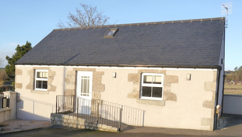 Modern country cottage on outskirts of Aberdeen - Kinellar