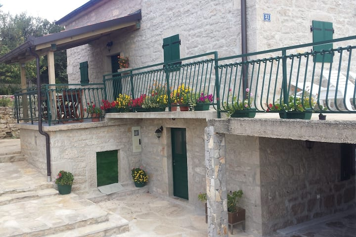 Elegant Holiday Home in Cetina Dalmatia with Garden