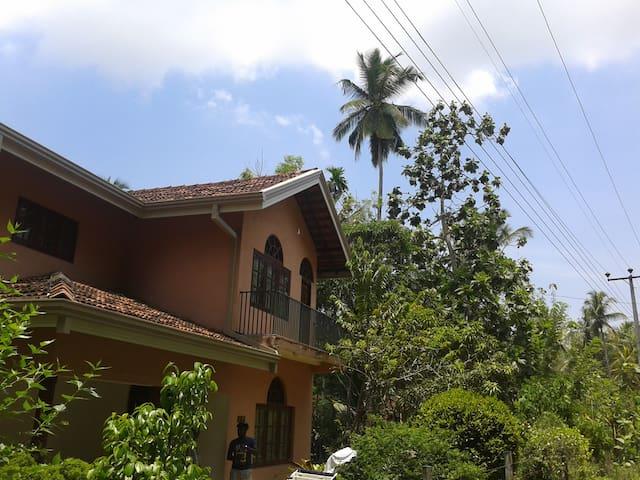 Dennis' Homestay  Family room B&B - Negombo - Bed & Breakfast