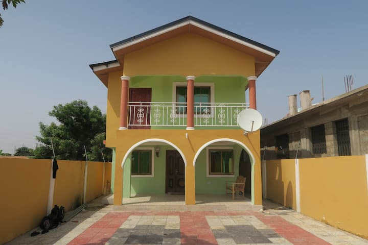 Accra, 2 etagers hus med dobbeltseng - Kwabenya - Huis