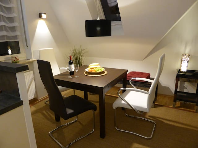 Helle, neu möblierte DG-Maisonette - Gräfelfing - Apartment