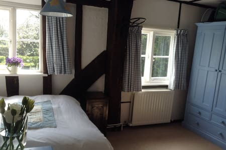 Double room in C17th house in the countryside - Kent - Haus