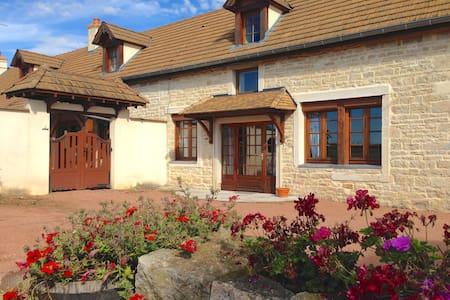 La clé des champs Bed and breakfast - Marigny-lès-Reullée - Bed & Breakfast