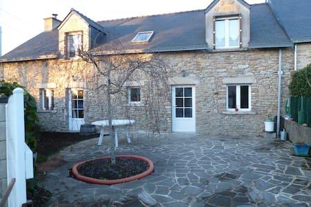 Maison en pierres renovée, 9 km de la mer - Férel