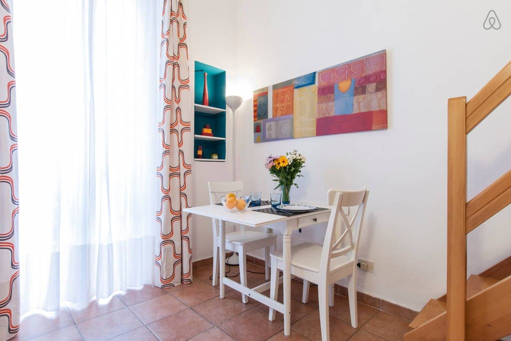 Dining corner with extendable table