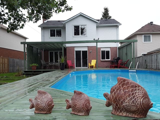 Romantic Barrie City 3 Bedroom  & Private Pool