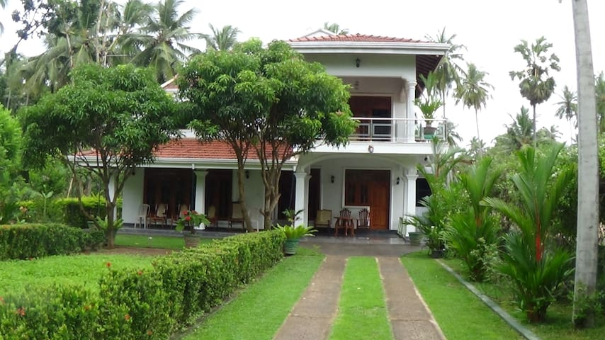 """Sunshya Cottage""  c/o  ""Evergreen Accommodations"" - Thalwila, Marawila. Puttalam district."