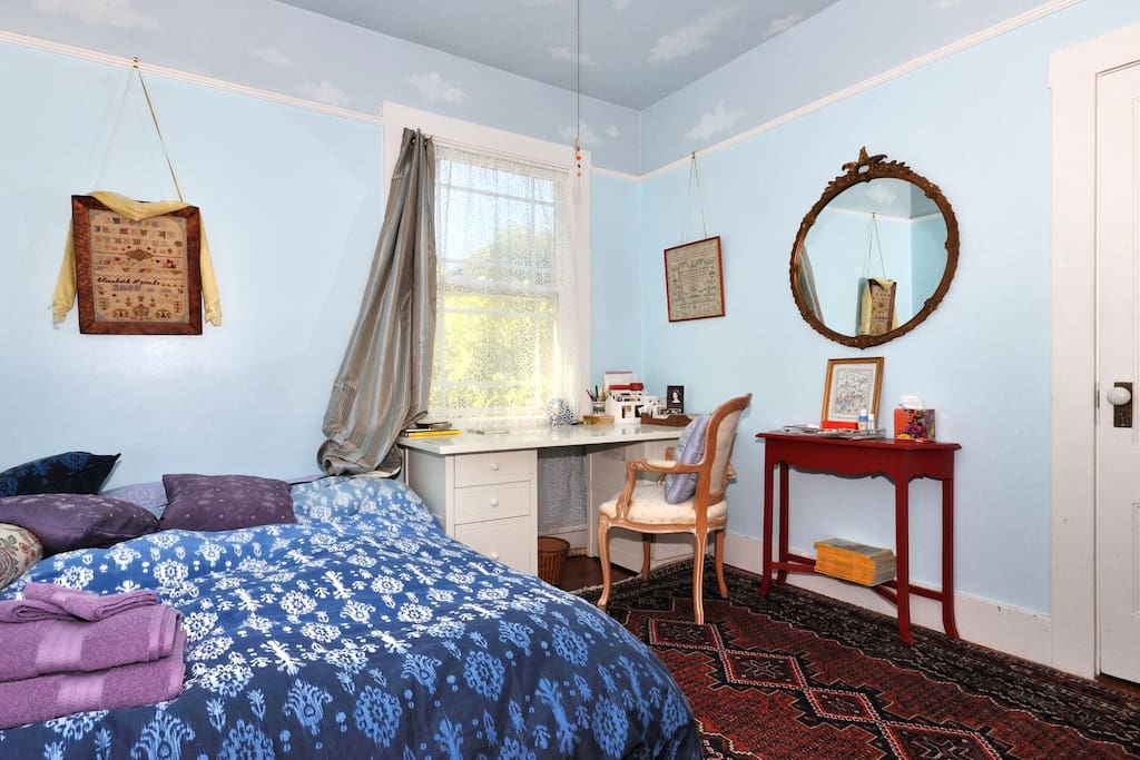 large guest room w queen size bed, garden view