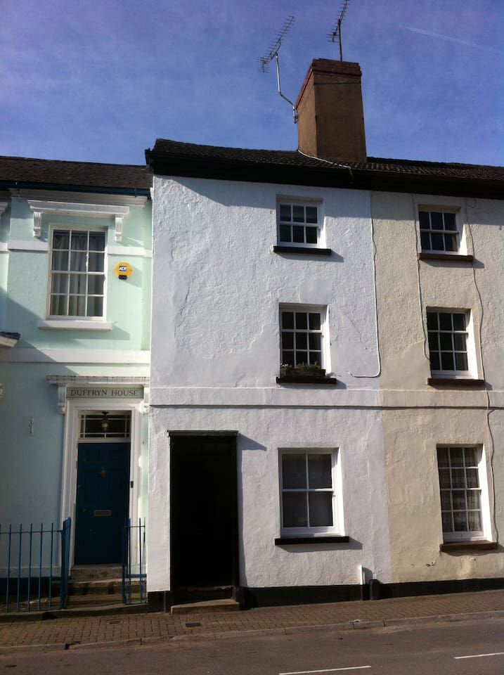 This beautiful three storey, two bedroomed cottage is situated in the heart of the old Monmouth conservation area and is a Grade Two listed building.
