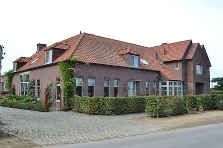 Luxe appartement in rustige omgeving - Bree - Apartamento
