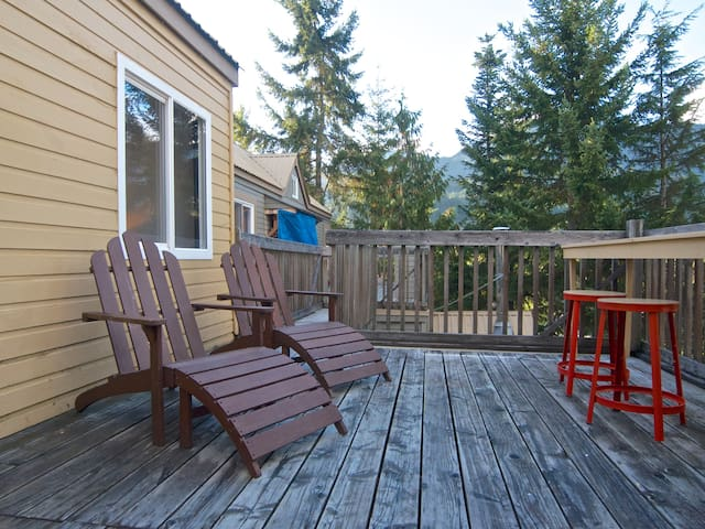 The other side of the deck has lots of space for relaxing and outdoor dining.