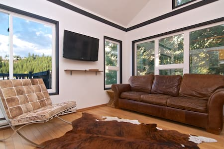 Treetop Retreat w/ Incredible Views - Whistler - Leilighet