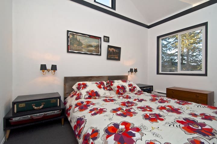 High vaulted ceilings and incredible views