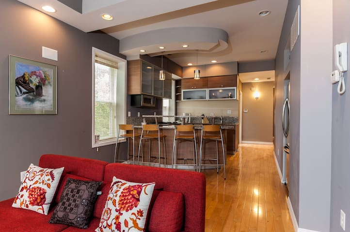 Luxury 2BD/2BH in Historic CWE/2W