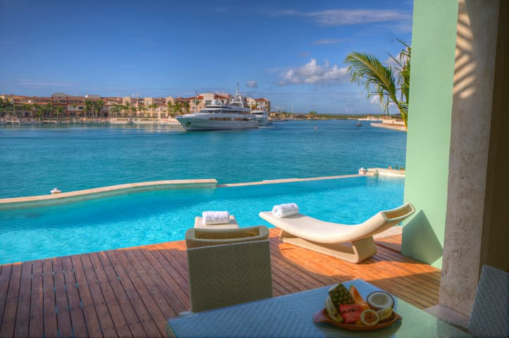 BonitoRentals - Stunning 3 Bedroom + Private Pool