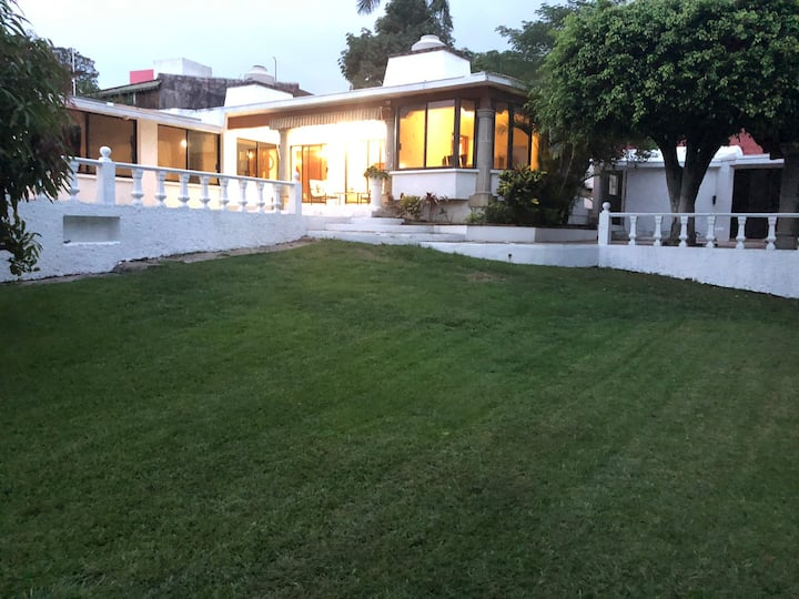 Jardines de Cuernavaca  Zona dorada Con alberca