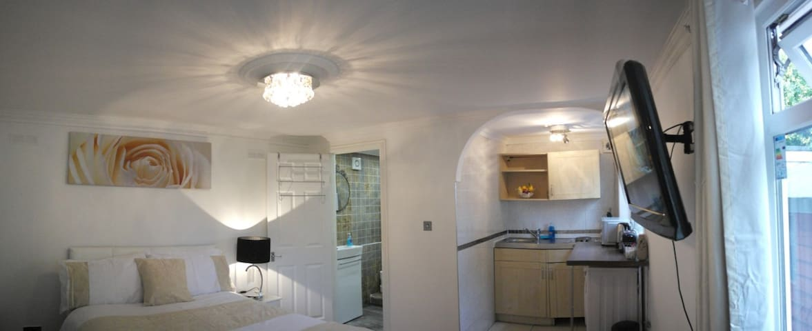 Private Studio + shower & fully equipped kitchen