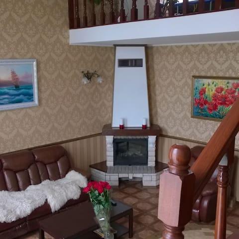 Дом в пригороде возле леса - Хотов - Dom